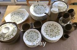 Stunning Vintage J&G Meakin Tulip Time Full Dinner Service and Full Coffee Set