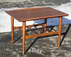 Ensemble De 4 Tables Basses De La Collection Bassett Artisan Vintage Au Milieu Du Siècle Moderne